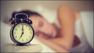 睡眠時間をしっかりとる女性