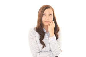 顎の乾燥が気になる女性