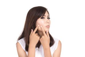 女性の場合の顎ニキビ